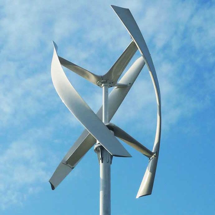 Piccolo generatore eolico ad asso verticale.