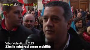 Un momento della protesta di stamani, 5 febbraio 2013, a Vibo Valentia.