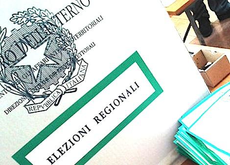 Schede elettorali nelle urne in Basilicata