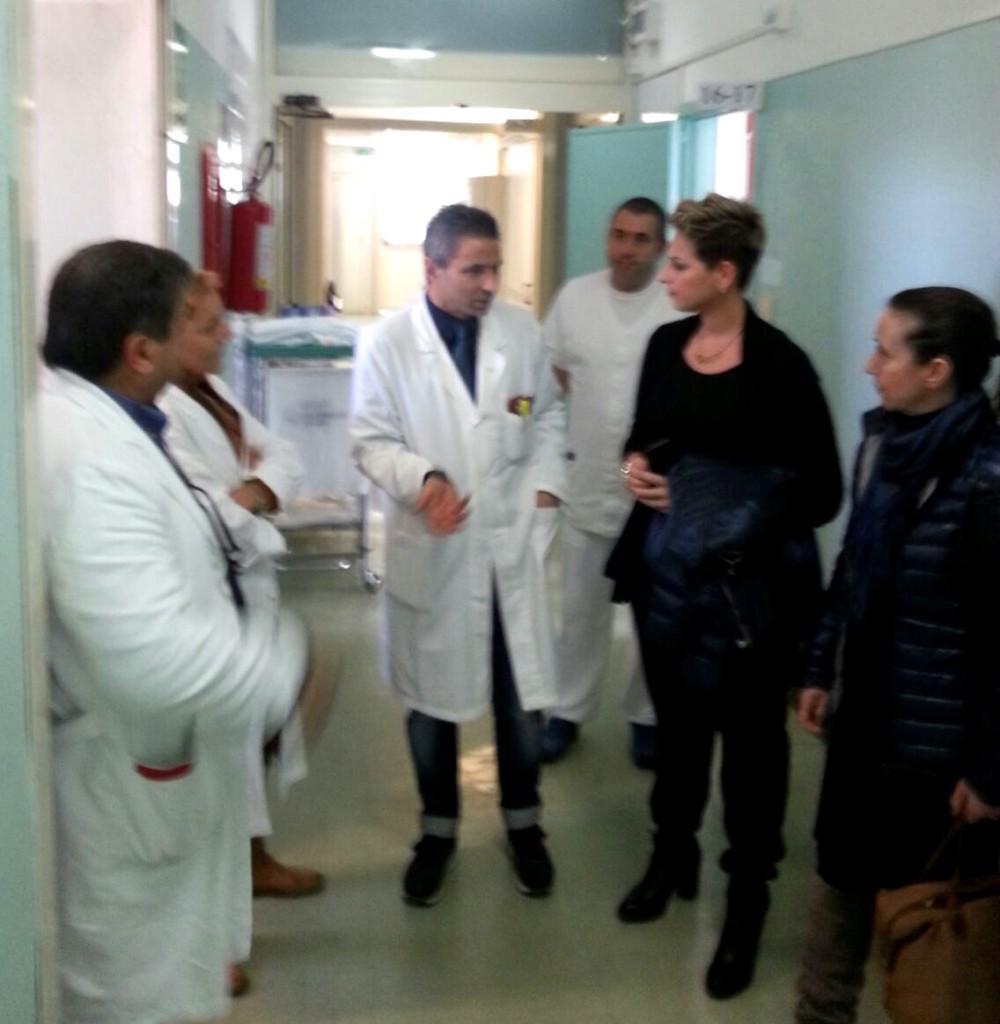 Foto deputato Nesci in ospedale Acri